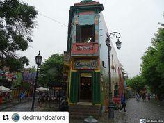 """#Repost @dedmundoafora with @repostapp  Um programa bem turistão em Buenos Aires é visitar o Caminito. Não deu para ver muita coisa pois no dia de nossa visita estava """"caindo o céu"""" de tanta chuva kkk.  Mas deu para tirar a foto tradicional da loja Havanna... http://ift.tt/2g70yoD  #mundoafora #dedmundoafora  #travel #viagem #tour #tur #trip #travelblogger #travelblog #braziliantravelblog #blogdeviagem #rbbviagem #instatravel #instagood  #blogueirorbbv  #blogueirosdeviagem #buenosaires…"""