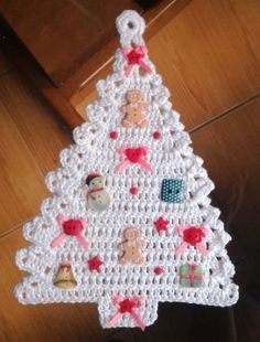 Best 12 Look at that cute Christmas ornament on Christmas Retro Christmas Tree, Crochet Christmas Ornaments, Christmas Crochet Patterns, Holiday Crochet, Crochet Toys Patterns, Christmas Knitting, Crochet Tree, Crochet Gifts, Crochet Dreamcatcher