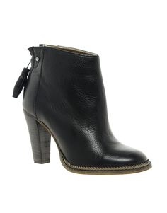 The newest addition to my winter closet: Ted Baker Ecarna Leather Ankle Boots.  They are so comfortable, and totally chic.