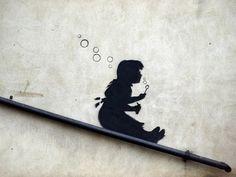 Banksy: Girl blowing Balloons
