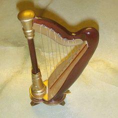 Harpe en bois - HARPE 1/12ème #maisondepoupées #dollhouse #harpe #harp #instrument #musique #music #miniatures #miniature #bois