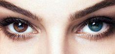 كيفيّة تغيير لون العينين بشكلٍ طبيعيّ تغيير لون العينين بشكلٍ مؤقت مُراقبة التغيرات الناتجة مع تغيّر المشاعر: يُمكن للون العينين أن يتغيّر مع الحالة النفسيّة الَّتي يعيشها الإنسان كالشعور بالحُزن أو السعادة أو الغضب، والسبب في ذلك هو أنَّ الهرمونات الَّتي تتجكم