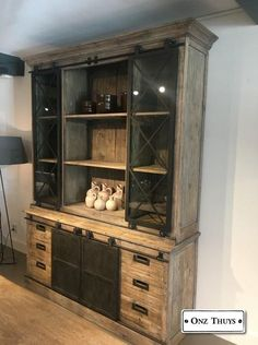 Stoer industriële glaskast - Kasten - Onz Thuys - S Verhoeven - Vaisseliers Vintage, Rustic Tv Console, Home Fix, Cabinet Makeover, Metal Furniture, Cabinet Design, Inspired Homes, Home And Living, Sweet Home