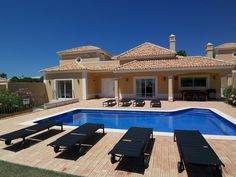 what a place to spend the best time of a year!!! #villa #luxury #pool #albufeira