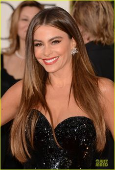 36f999ec26738 Sofia Vergara in Lorraine Schwartz flower earrings and matching ring   2013GoldenGlobes Sofia Vergara Hair Color