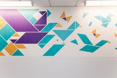 Matthews has decorated the walls of Sheffield Children's Hospital with designs inspired by Chinese tangrams. Office Wall Design, Feature Wall Design, Hospital Signage, Corridor Design, Kindergarten Design, Kids Graphics, Medical Design, Childrens Hospital, Geometric Designs