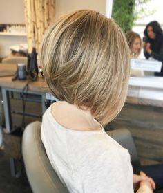 Nothing like a blonde bob ✨ removed a ton of internal weight from Natalia and just skimmed her external length ✂️ As for her color, Schöne A-Line Bob Haarschnitte Bob Blonde Bobs Up Weich Wirklich Partiell Natürlich Natalia Medium Low Medium Hair Styles, Short Hair Styles, Natural Hair Styles, Bob Styles, Graduated Bob Haircuts, Graduated Bob Medium, Medium Layered, Layered Haircuts, Line Bob Haircut