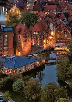 Luneburgo di sera - Germania. Beautiful Places To Visit, Wonderful Places, Beautiful World, Great Places, Places To See, Places Around The World, Around The Worlds, Places To Travel, Travel Destinations