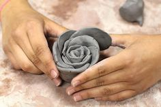 We made these roses with clay, but it could be done with Fimo or Sculpey, or any other kind of air dry clay in time for Mother's Day if. Clay Art Projects, Ceramics Projects, Clay Crafts, Ceramics Ideas, Smart Class, Rose Clay, Raku Pottery, Polymer Clay Flowers, Clay Ornaments