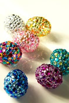 Here is a bit of bling for your Easter basket! These DIY Easter eggs look like a fun craft project! Get our solid Polystyrene / Styrofoam eggs, glue and plenty of studs. Have fun! More DIY inspiration for your Easter basket from www.craftmill.co.uk