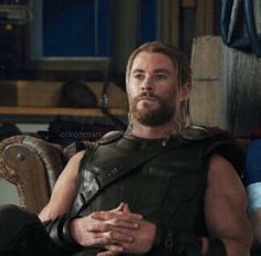 𝐌𝐚𝐫𝐯𝐞𝐥 ✧ headcanons and talks Meme Pictures, Reaction Pictures, Marvel Funny, Marvel Avengers, Meme Faces, Funny Faces, Geeks, Chris Hemsworth Thor, Marvel Images