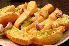 Garlic Bread on the bbq Finger Food Appetizers, Finger Foods, Appetizer Recipes, I Love Food, Good Food, Tapas, Flan Recipe, Latin Food, Garlic Bread