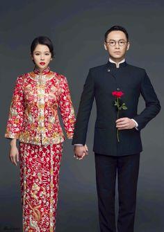 China Entertainment News: Wedding photos of Taiwan actress Vivian Hsu Traditional Chinese Wedding, Traditional Wedding Dresses, Chinese Wedding Tea Ceremony, Wedding Ceremony, Chinese Bride, Chinese Tea, Chinese Style, Oriental Wedding, Indonesian Wedding