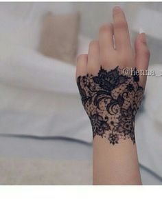 I don't think I could be so bold as to get a hand tattoo, but this is gorgeous....