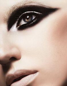 CHIC BEAUTY l intense eye shadow l nude lip http://www.beautyencounter.com/buy/mac-eye-shadow-velvet/5000110860/234772?utm_source=froogle_medium=na_campaign=froogle_content=5000110860=COiW-rCe1LQCFQuCQgodDEoANg
