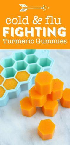 Gummies (Fights Cold, Flu and Inflammation) Homemade Turmeric Gummies - These healing DIY turmeric gummies will fight cold, flu and inflammation!Homemade Turmeric Gummies - These healing DIY turmeric gummies will fight cold, flu and inflammation! Gelatina Natural, Turmeric Recipes, Natural Health Remedies, Herbal Remedies, Psoriasis Remedies, Cough Remedies, Flu And Cold Remedies, Toddler Flu Remedies, Homemade Cold Remedies