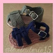 Scarpette per neonati alluncinetto, Crochet Converse All star scarpine, Baby Girl Crochet Booties, Baby Shower Gift, Crochet Converse sneakers Questo stivalet Crochet Baby Boots, Crochet Baby Sandals, Booties Crochet, Crochet Baby Clothes, Crochet For Boys, Crochet Shoes, Crochet Slippers, Baby Booties, Crochet Converse