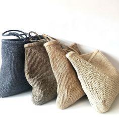 Bolsa SANDA maxi / SANDA maxi bag - Women's style: Patterns of sustainability Crochet Handbags, Crochet Bags, Knit Crochet, Bag Women, Basket Bag, Knitted Bags, Handmade Bags, Fashion Bags, Women's Fashion