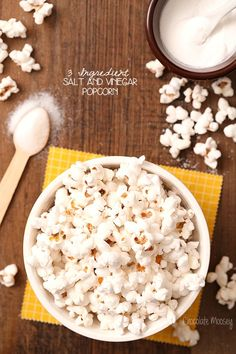 Take this 3 ingredient Salt and Vinegar Popcorn with you to the drive in this summer! This recipe shares the same flavors as salt and vinegar chips but is much quicker and healthier to make, thanks to one secret ingredient. Flavored Popcorn, Gourmet Popcorn, Popcorn Recipes, Popcorn Snacks, Vegetarian Snacks, Savory Snacks, Healthy Meals, Appetizer Recipes, Snack Recipes
