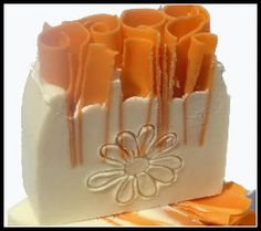 Summer Gone scented with juicy white peach Diy Soaps, Homemade Soaps, Savon Soap, Soap Maker, Natural Soaps, Organic Soap, So Creative, Soap Recipes, All Things Beauty