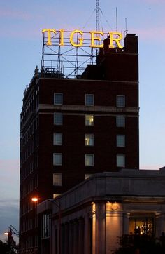 Columbia, MO : Downtown Columbia Missouri - Tiger Hotel
