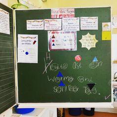 Unsere Form des #satzdestages 😊 jede Deutschstunde beginnen wir mit dem Satz des Tages.  1. Wir einigen uns auf einen Satz der mindestens eins unserer Lernwörter enthält.  2. Wir sprechen den Satz laut und leise, schnell und langsam.  3. Wir haben 3 Minuten Zeit den Satz aufzuschreiben. Wer eher fertig ist schreibt die Lernwörter in Regenbogenfarben und markiert schonmal die Leuchter und Wortarten. Die Förderkids schreiben den Satz als Schleichdiktat auf (ich schreibe ihn schnell auf einen…