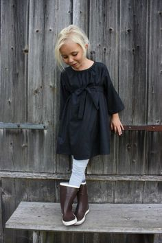 Smock dress with a tie.