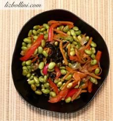 Veggie seaweed medley, a mix of sautéed red bell pepper, carrots, onion, edamame and roasted seaweed strips. #vegan #healthyfood