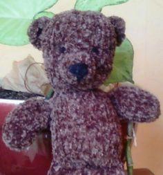 Modèle nounours © AM Dentelle. Vente interdite.   Je l'ai tricoté en laine velours « prestige de chez bergère de France » Avec des aiguille...
