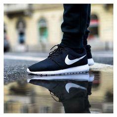2015 Running Shoes Nike Roshe One Moda Sneakers, Sneakers Mode, Sneakers Fashion, Fashion Shoes, Mens Fashion, Black Sneakers, Nike Free Shoes, Nike Shoes Outlet, Running Shoes Nike