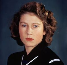 queen elizabeth ii lesion removed from face Hm The Queen, Royal Queen, Her Majesty The Queen, King Queen, Young Queen Elizabeth, Kings & Queens, Prinz Philip, Royal Uk, Royal Families