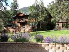 Rocky Mountain Lodge & Cabins Cascade (Colorado) Located 6 miles from Colorado Springs, this Cascade, Colorado accommodation provides a mountain view, a fireplace and free Wi-Fi in all rooms. Select suites feature a private outdoor hot tub.