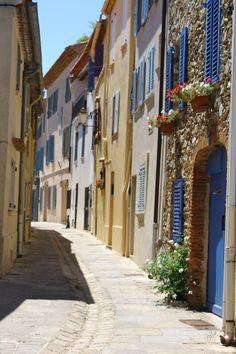 vicoli #french #travel #colors #art #inspiration