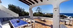 Lo que daría por pasar unas vacaciones en una preciosa villa de Menorca! Nada como descansar cerca del mar para volver nueva de las vacaciones ^^ #alojamiento #menorca http://www.mnkvillas.com/