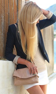 Love the neutral sweater with the Navy blazer on top and the way the sleeves are rolled!
