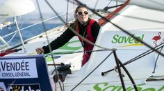 Samantha Davies' bid to complete the 2012-13 Vendee Globe round-the-world race has been ended on day five by a broken mast.