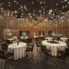 Pompas flotando Iluminación: The Feast (China) / Neri&Hu Design & Research. Imagen