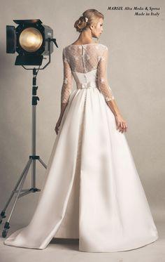 Audry, in mikado in seta e dettagli Couture di fiocchi e sculture a pieghe.Impreziosito da ricamo di seta con maniche lunghe.  #marsimodasposa #bridaldress #Madeinitaly
