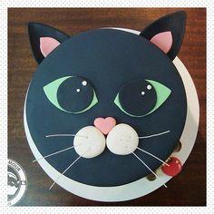 New Birthday Cake Cat Theme Ideas Kitty Party, Fondant Cakes, Cupcake Cakes, Cat Cupcakes, Dog Cakes, New Years Party Themes, Birthday Cake For Cat, Novelty Cakes, Cute Cakes