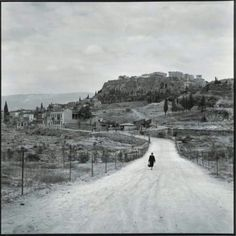 Robert McCabe Athens, The Agora and the Acropolis from Observatory Road. Athens Acropolis, Athens Greece, Porches, Greece Pictures, Fade To Black, Vintage Pictures, Photojournalism, Historical Photos, Old Photos