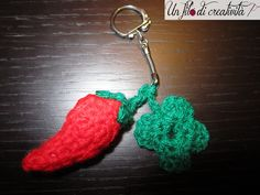 Portachiavi Porta fortuna con peperoncino e quadrifoglio fatti a mano all'unicnetto. - Keychain good luck crochet handmade pepper and clover