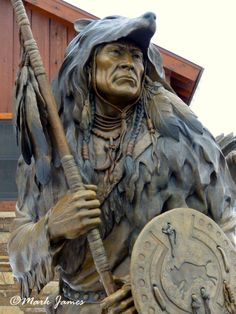 """Distant Hope"" Monument By Mark James Native American Paintings, Native American Indians, Native Americans, Chainsaw Carvings, Wood Carvings, Pictures Of Jesus Christ, Whittling Wood, Red Cloud, Aboriginal Art"