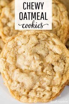 Best Oatmeal Cookies - Crispy around the edges and soft and chewy in the center. So easy to make and even easier to eat! Best Oatmeal Cookies - Crispy around the edges and soft and chewy in the center. So easy to make and even easier to eat! Cake Mix Cookie Recipes, Oatmeal Cookie Recipes, Yummy Cookies, Cookies Soft, Crinkle Cookies, Soft Chewy Oatmeal Cookies, Oatmeal Peanut Butter Cookies, Simple Cookie Recipe, Homemade Oatmeal Cookies