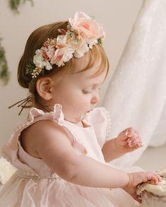 Oh happy Sunday! Swipe to see more super cute smash cake shots! Gorgeous photos by 🌸🌿 Cake Shots, 1st Birthday Outfits, Cake Smash, Happy Sunday, First Birthdays, Super Cute, Flower Girl Dresses, Joy, Wedding Dresses