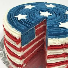 July Cake Red White and Blue Cake July Cake Red White and Blue Cake Related posts:July Patriotic Desserts: Cherry Firecracker Cupcakes Apart) - SummerSo stinking cute! ❤️ - {Cookies and Bars}Brownie Flag - Recipes Fourth Of July Cakes, 4th Of July Desserts, Fourth Of July Food, 4th Of July Celebration, 4th Of July Party, Just Desserts, Patriotic Party, Patriotic Desserts, 4th Of July Ideas