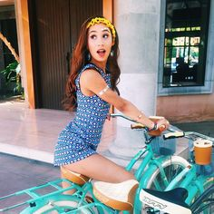 (Fc Eva Gutowski.) Hey I'm Emily. I'm 18. SINGLE! Intro?