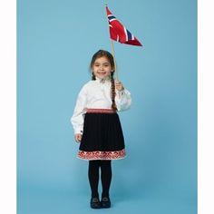 Nikkers - Strikkegarn og strikkeoppskrifter - TO STRIKKEDAMER Cheer Skirts, Ballet Skirt, Children, Fashion, Threading, Young Children, Moda, Boys, La Mode