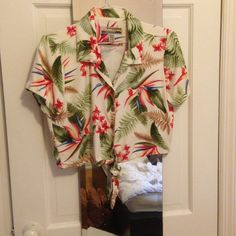 Hawaiian top from Sunset cove Never worn sunset cove Tops
