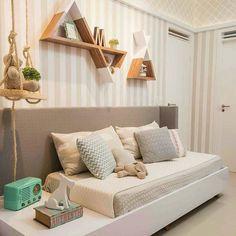Decoração quarto bebê | ideia para preencher a parede com nichos e papel de parede. Projeto Dome Arquitetura