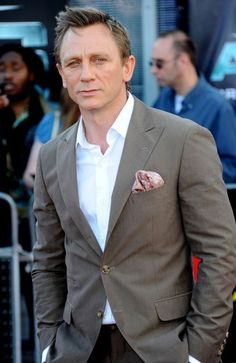 """Daniel Craig (along with David Beckham) features a lot in the folder on my PC called """"The Style File"""" - a geekish but cool image collection of menswear looks that I like.  This is one of my fave looks for Mr Craig - cool, polished, urbane and slightly 'spring evening in Monaco' looking. Driven too by his photogenic 'studied, but trying not to look it' pose, this is the perfect smart/casual outfit for the modern metropolitan man.  All he needs now is the beautiful girl on his arm."""
